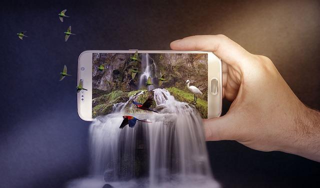 vodopády proudící z telefonu