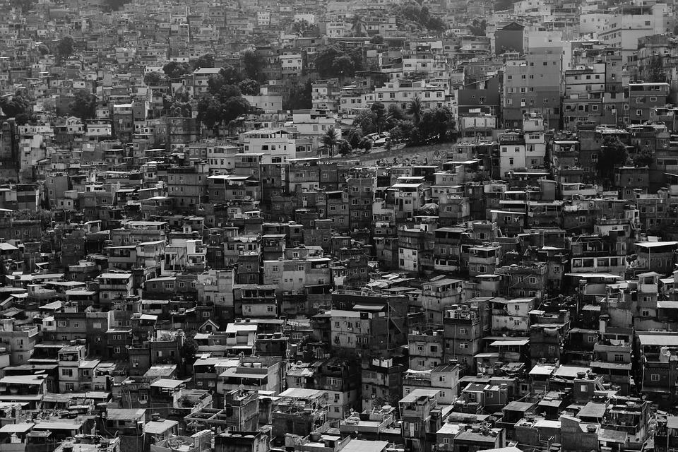 zpustošené město